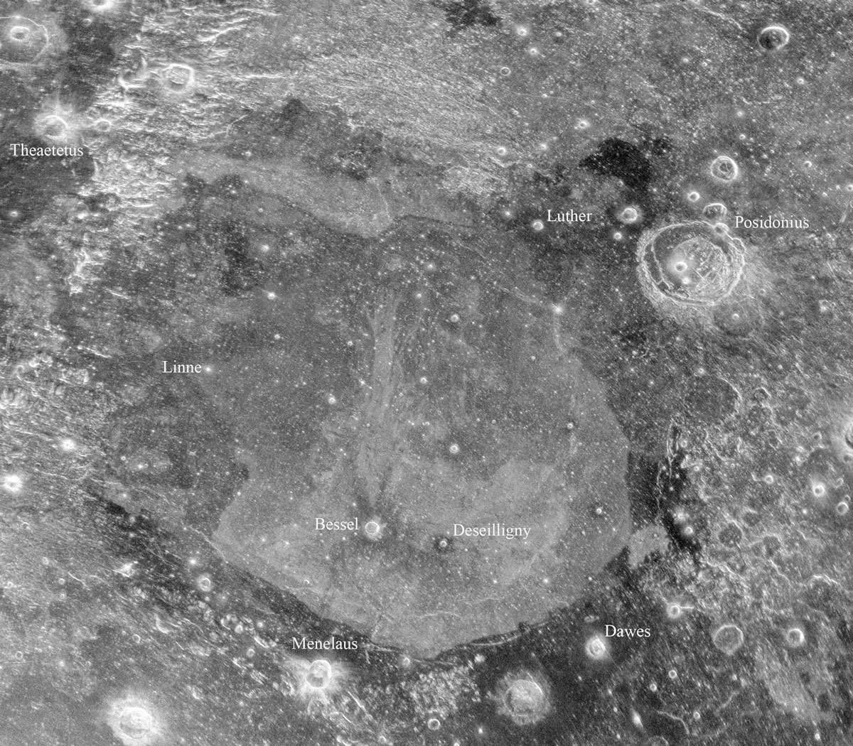 Radio Dishes Peer Beneath Moon's Surface (Images)