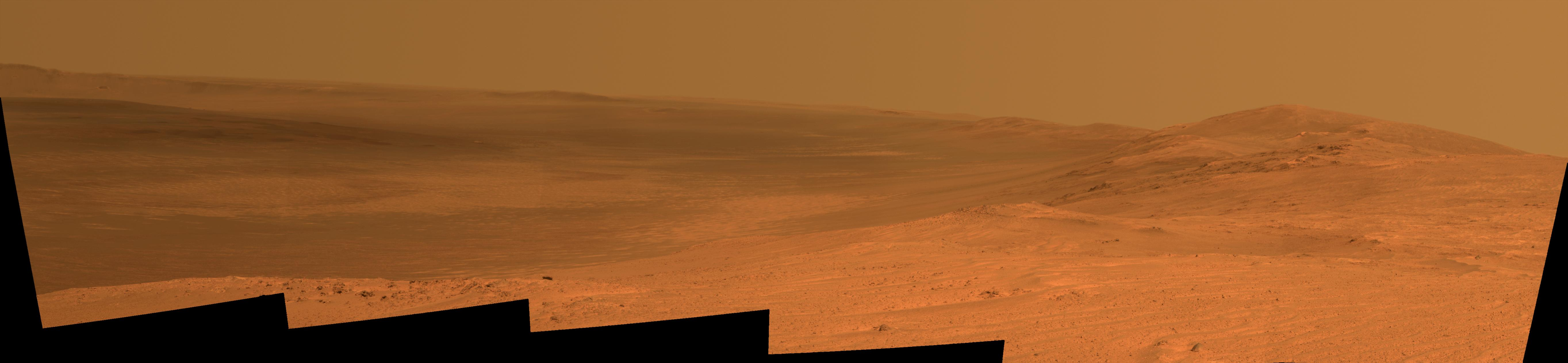 Spectacular View of Huge Mars Crater Caught by Old NASA Rover (Photo)