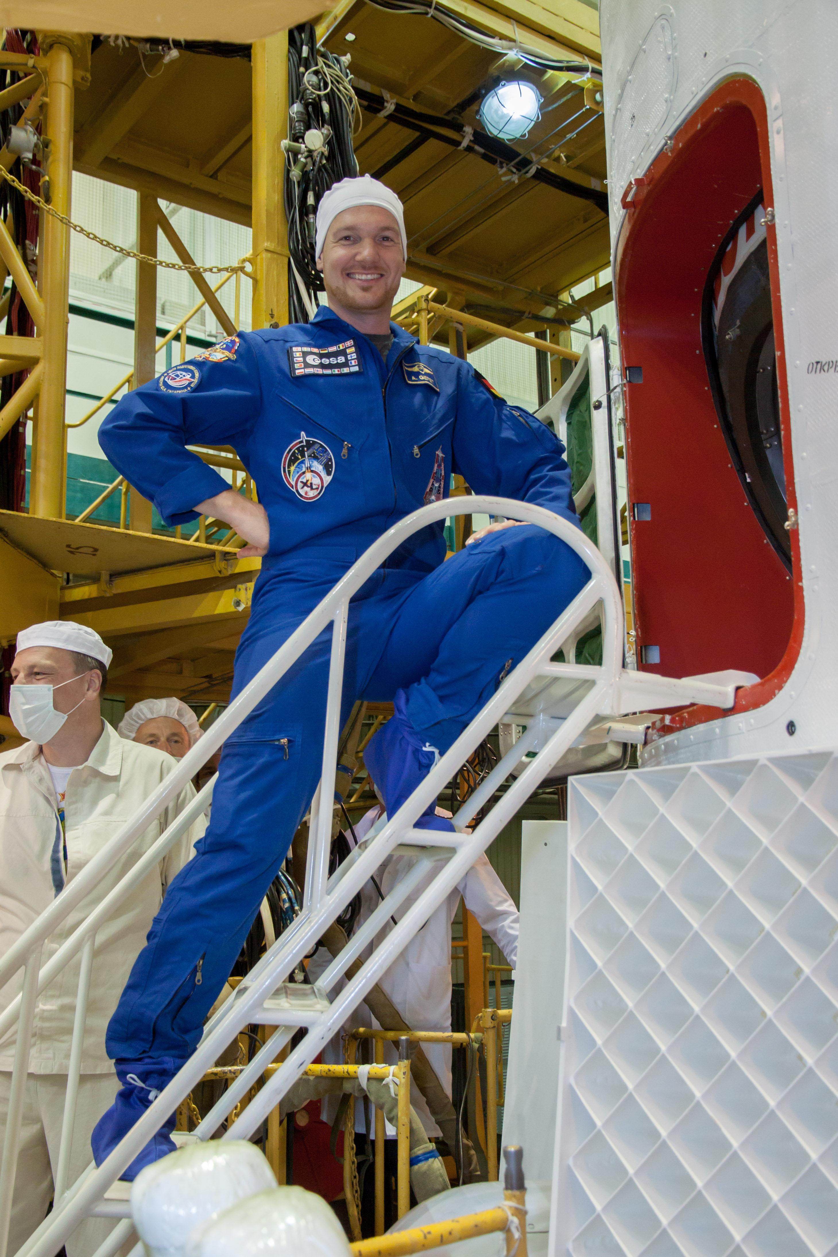 Alexander Gerst Boards Soyuz TMA-13M
