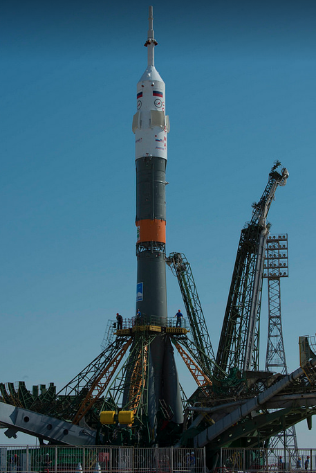 Transport and Raising of the Soyuz TMA-13M