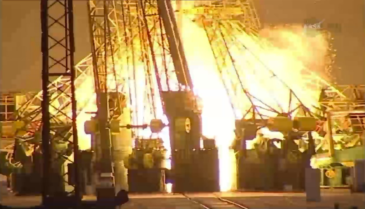 Soyuz TMA-13M Engines Firing