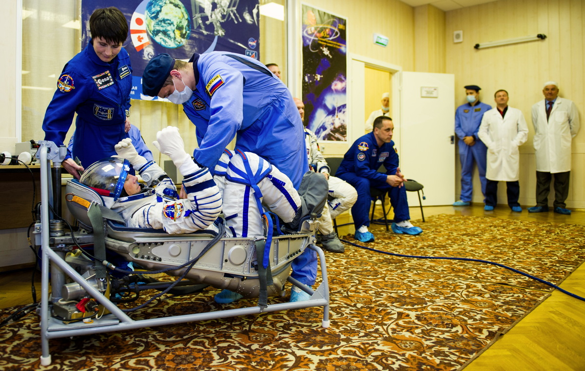 Expedition 40 Preflight Suit Check