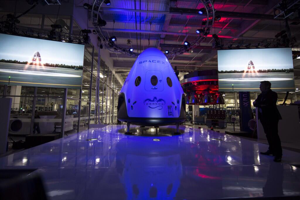 SpaceX Unveils Dragon V2 Spaceship, a Manned Space Taxi for Astronauts