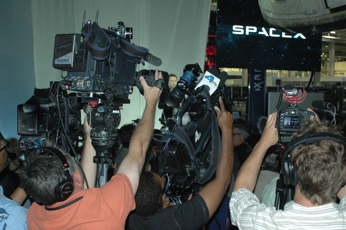 Press at SpaceX's Dragon V2 Unveiling