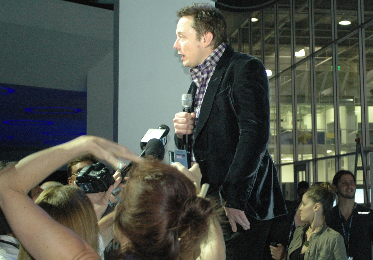 Elon Musk Speaks at Dragon V2 Unveiling