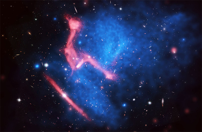 Violent Galaxy Cluster Smash Spawns Weird Radio Wiggle