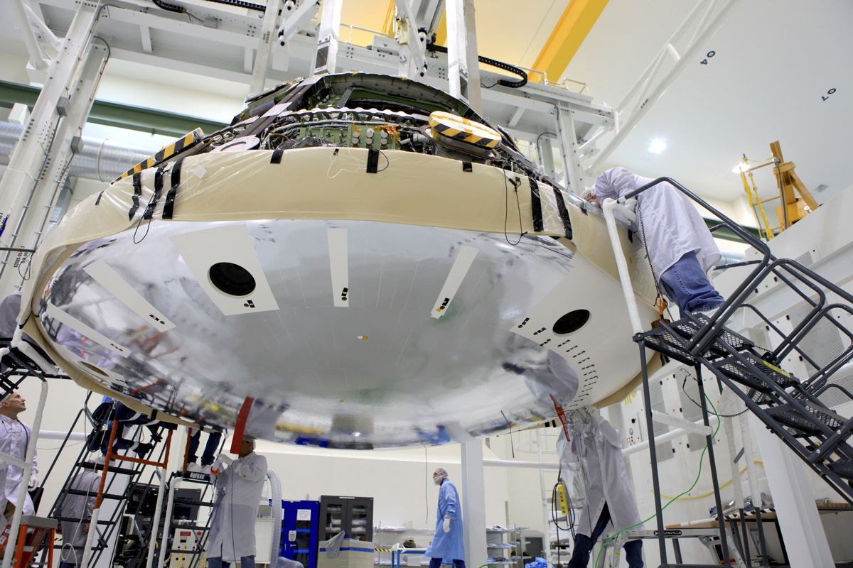 NASA's 1st Orion Spaceship Gets World's Largest Heat Shield (Photos)