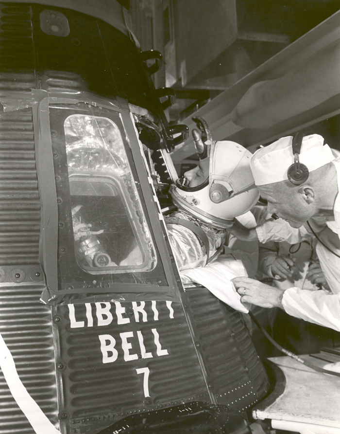 Space History Photo: Grissom Climbs into Liberty Bell 7