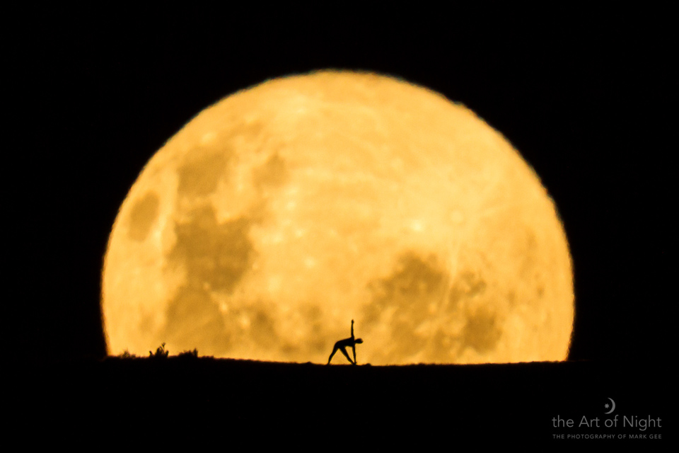Golden 'Honey Moon' Captured in Gorgeous Photo