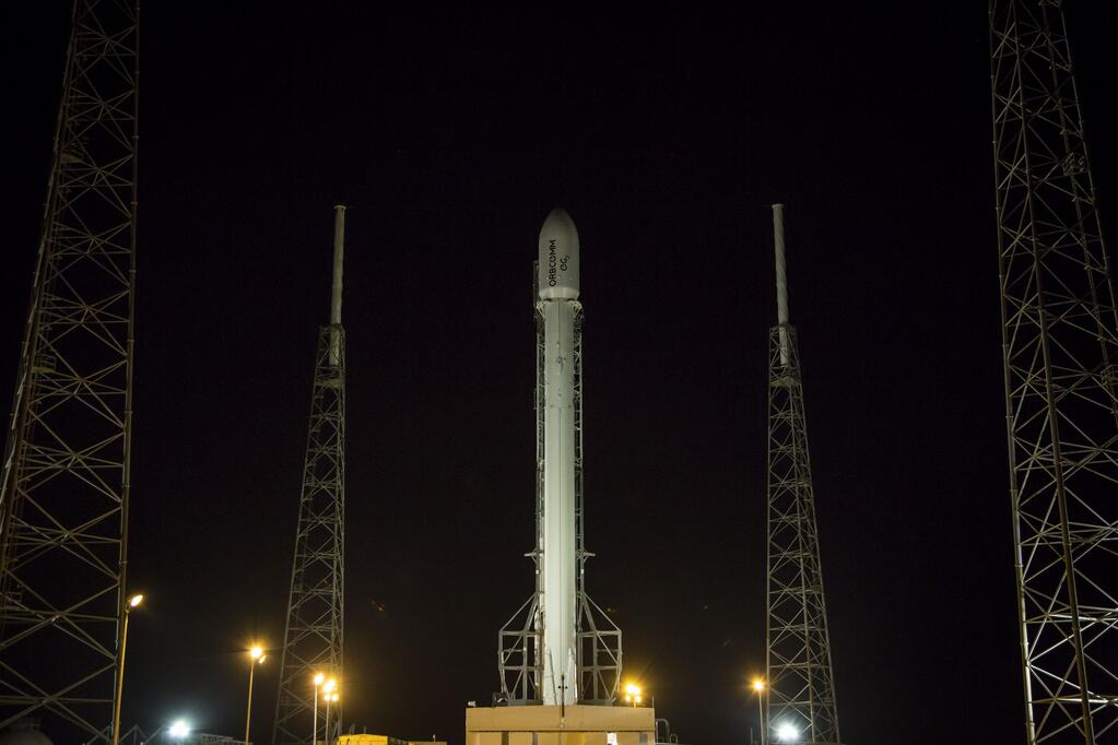 SpaceX Pushes Commercial Satellite Launch to Next Month