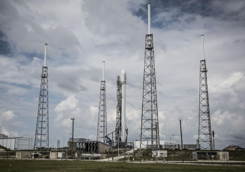 Falcon 9 Prior to Launching Orbcomm OG2 Satellites