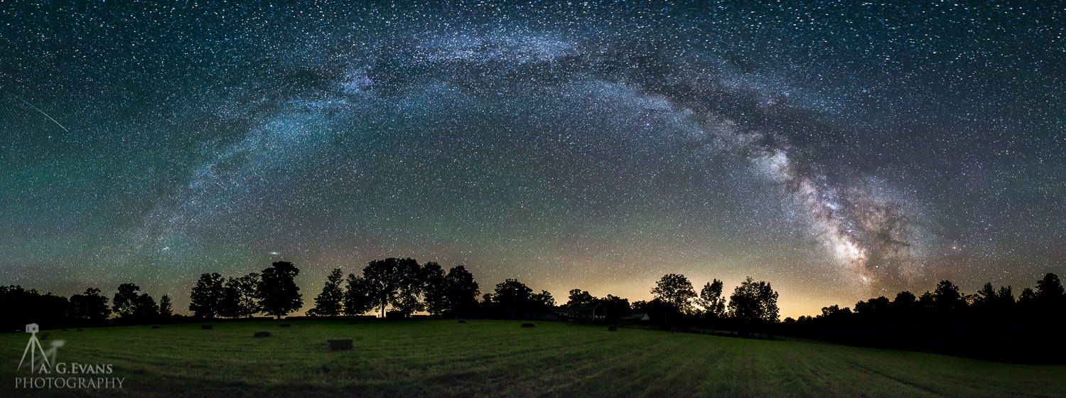 Milky Way Shines Above Field in Dazzling Skywatcher Photo
