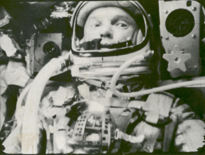 Space History Photos: Astronaut John Glenn in a State of Weightlessness During Friendship