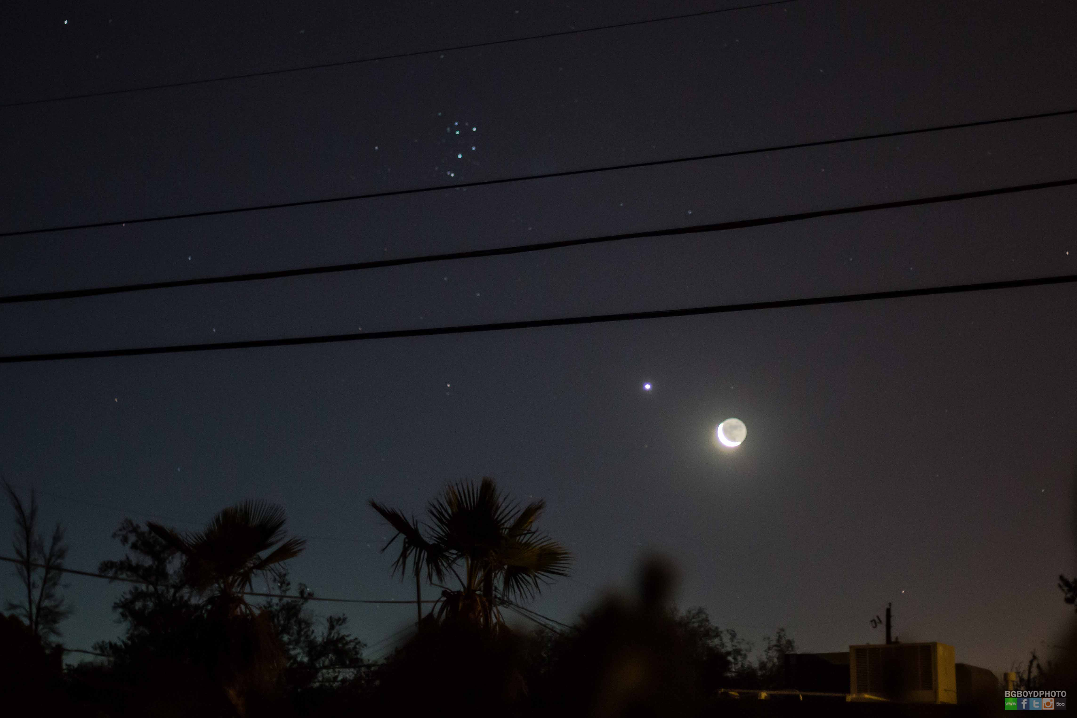 Astrophotographer Catches Star Cluster, Moon & Venus in One Amazing Photo