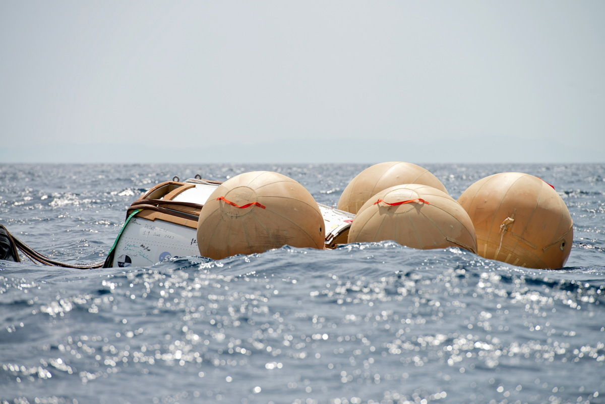 Balloons Keep IXV Prototype Afloat