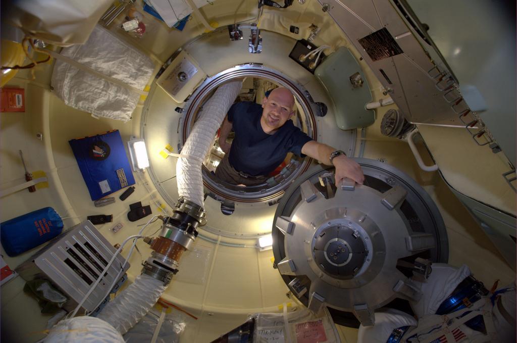 Gerst Checks Soyuz Spacecraft on International Space Station