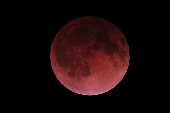 Total lunar eclipse at the exact moment of totality.