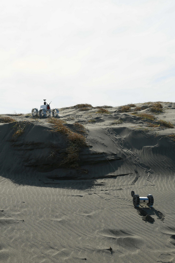 Demonstration of the tether system between Hakuto's dual rovers during field tests at the Nakatajima Dune, Hamamatsu, Shizuokain, Japan in late 2013.