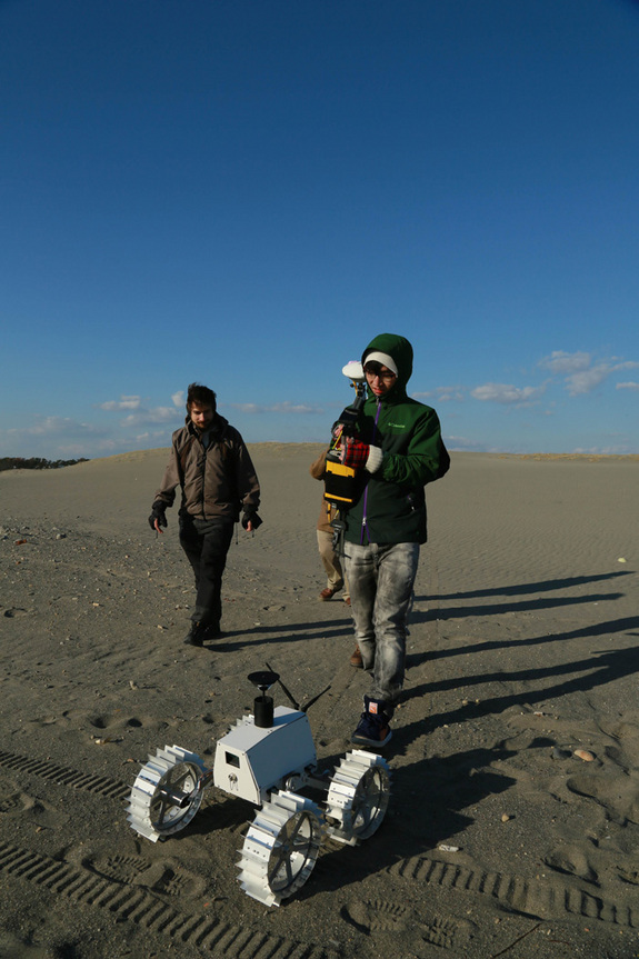 Moonraker engineering model demonstration at the Nakatajima Dune, Hamamatsu, Shizuokain, Japan in late 2013.