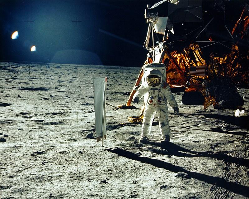 The Moon Smells: Apollo Astronauts Describe Lunar Aroma