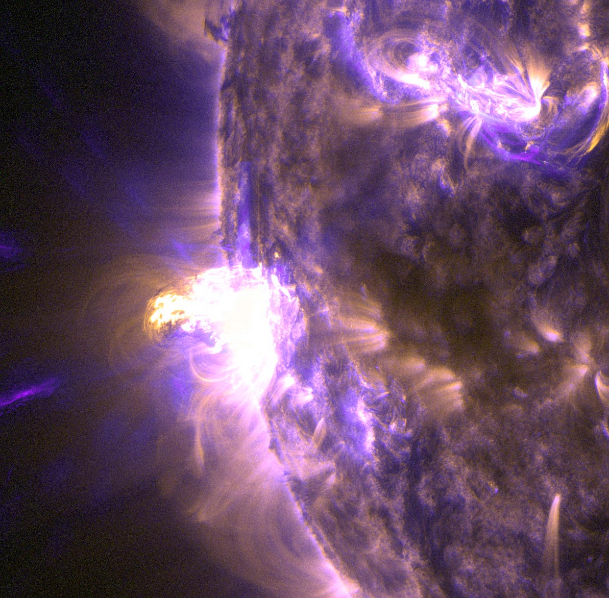 Spectacular Solar Flare Erupts from the Sun (Photos, Video)