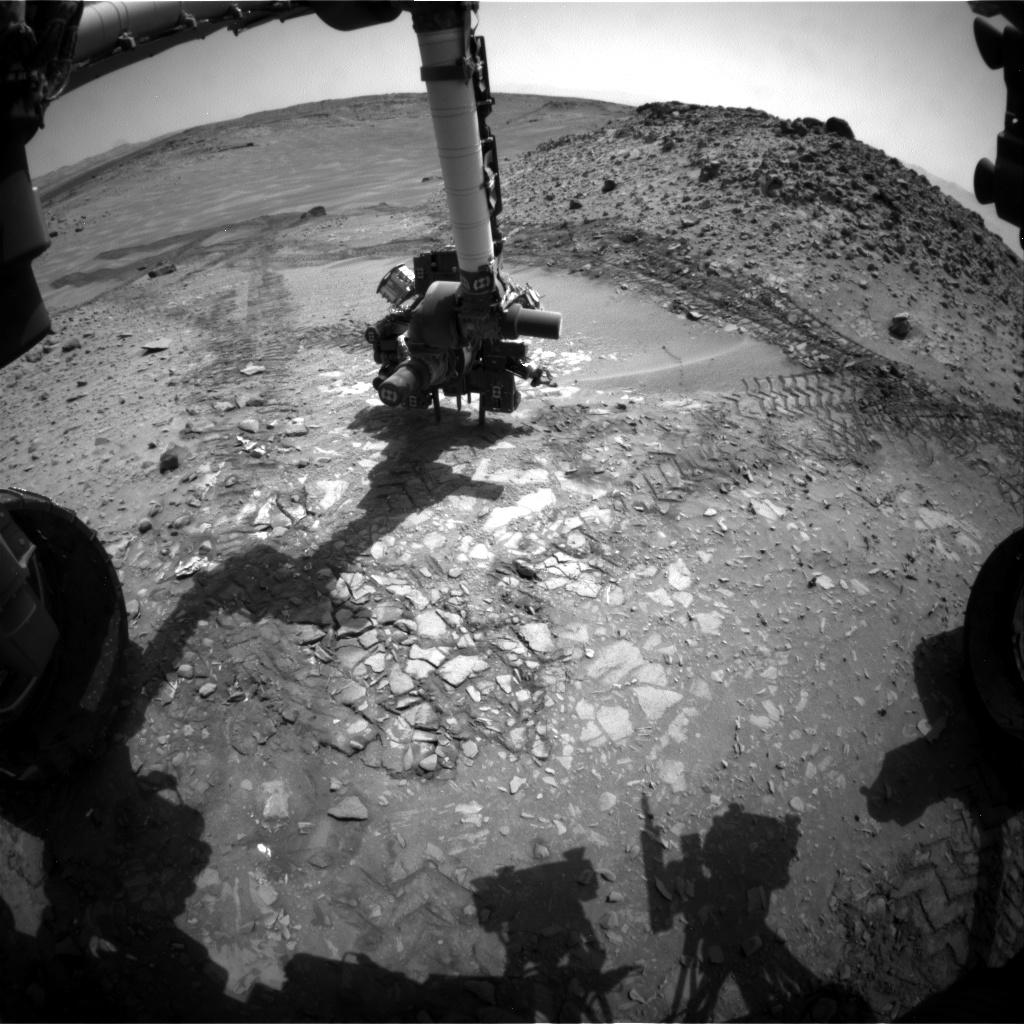Curiosity Rover Packs Up Drill, Hits the Martian Road Again