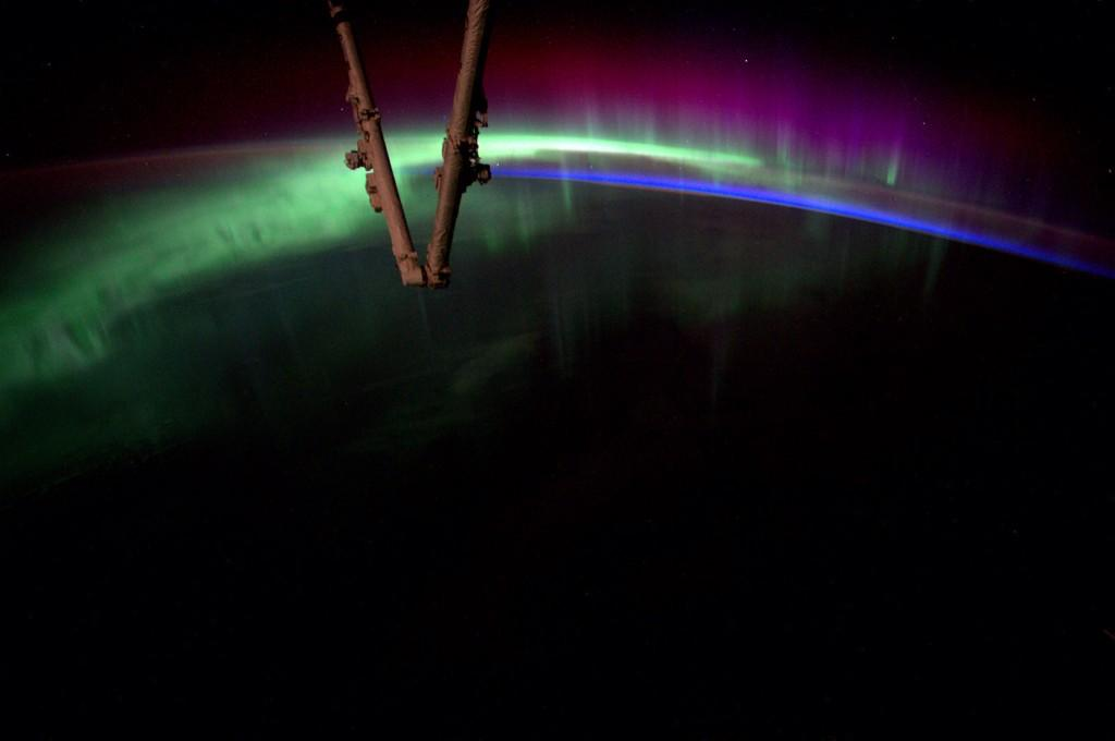 Aurora Curves Over the Earth