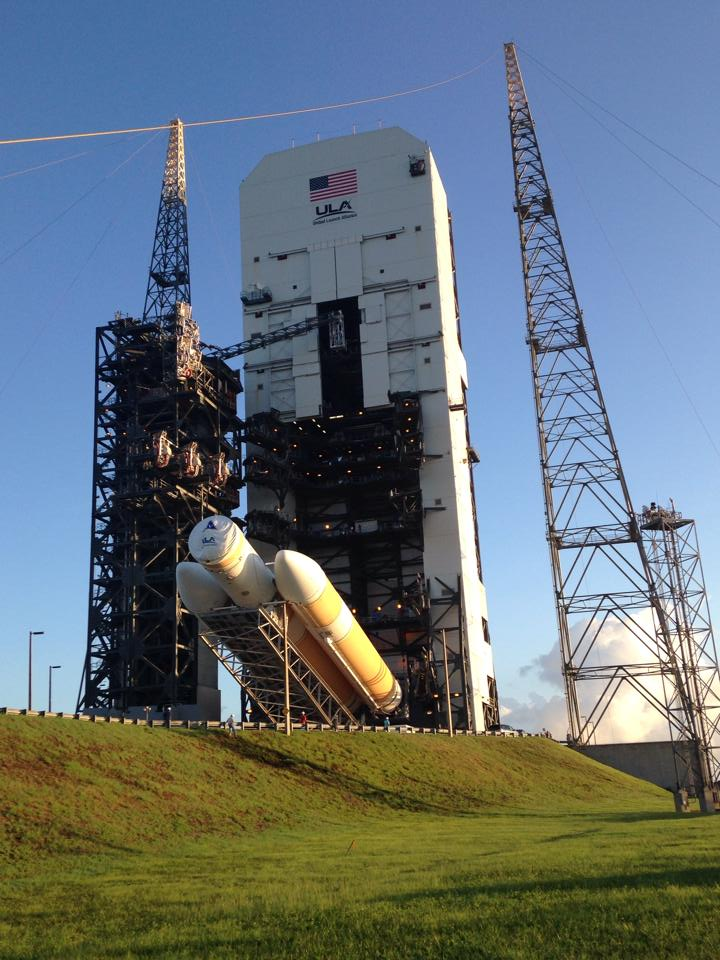 Huge Rocket for NASA's 1st Orion Test Flight Moves to Launch Pad