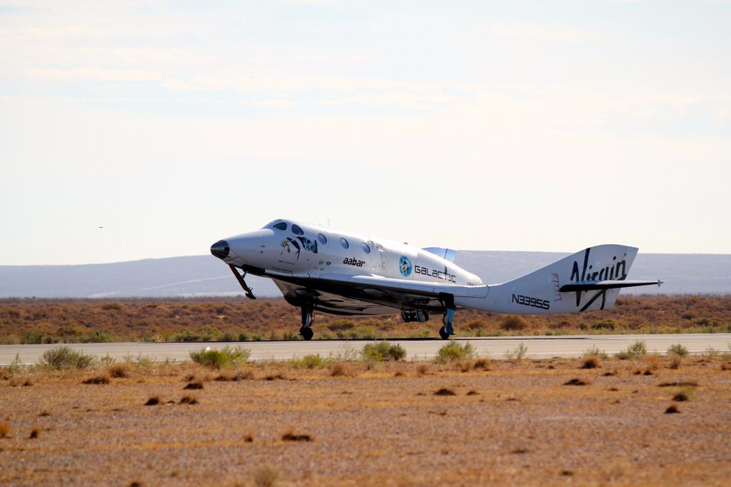 SpaceShipTwo Lands After Glide Flight, Oct. 7, 2014