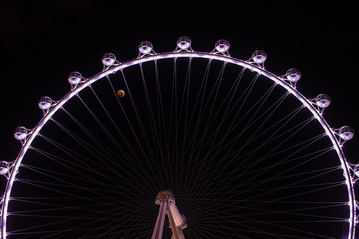 Lunar Eclipse and High Roller Ferris Wheel