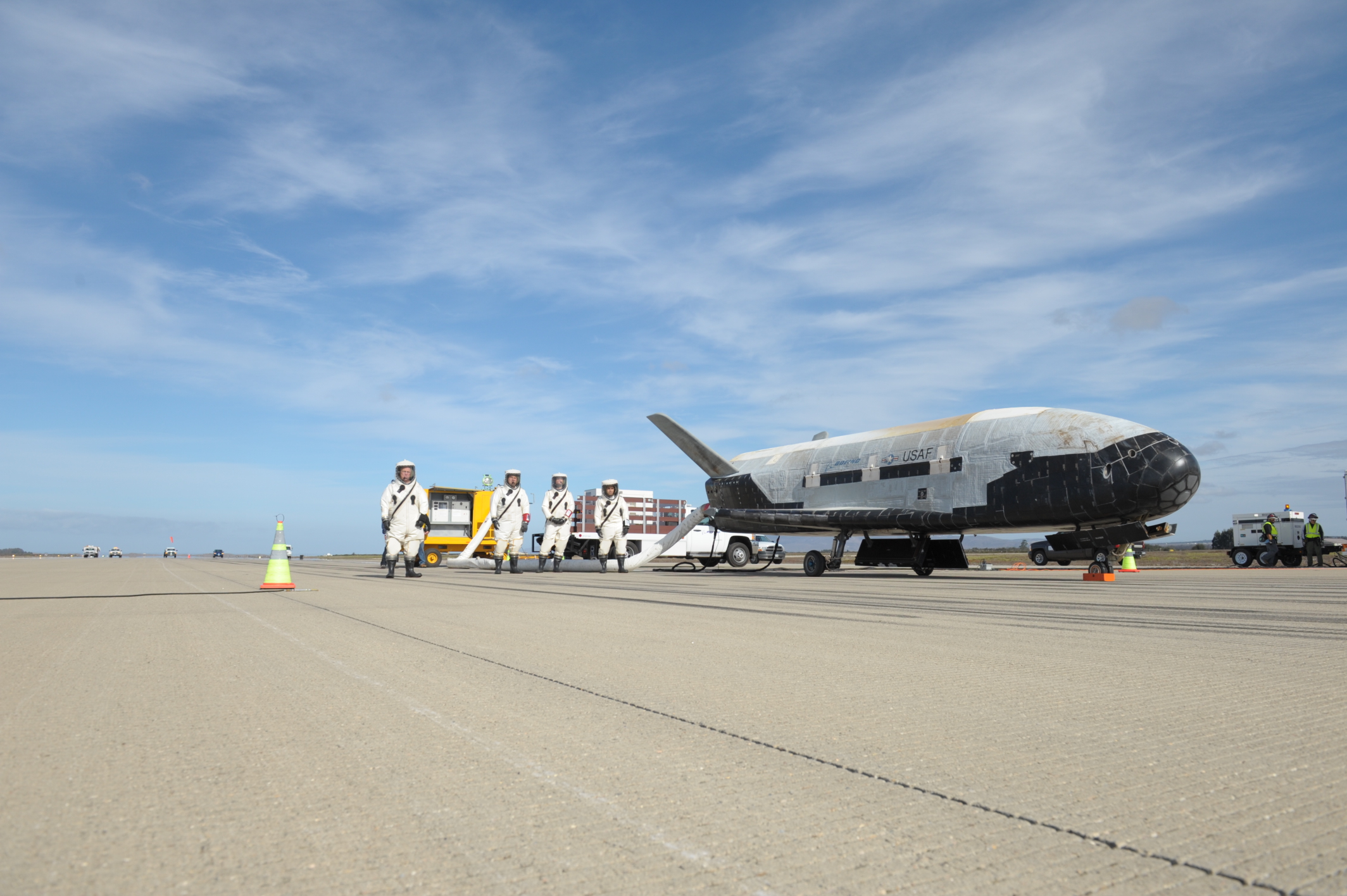 X-37B Landing on Oct. 17, 2014: Ground Crew