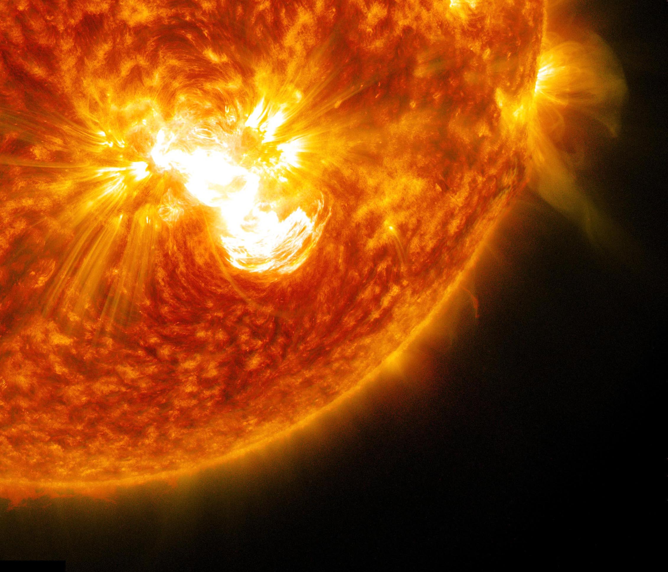 Huge Solar Flare Erupts from Biggest Sunspot in 24 Years ...