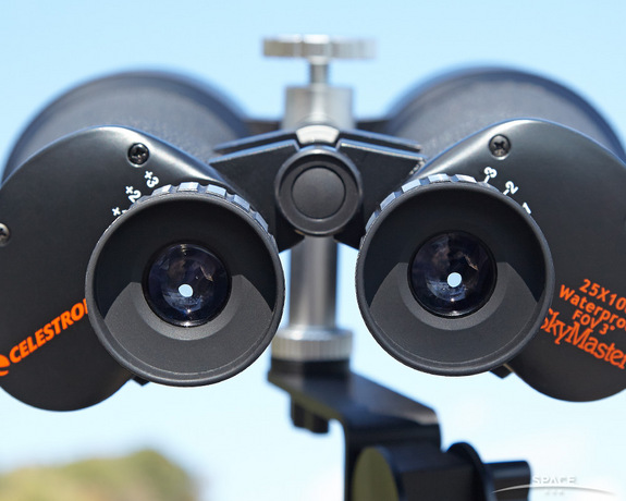 "Big binoculars can pull your mind into the Universe by reeling in the stars and shutting out extraneous light. <a href=""http://store.space.com/celestron-skymaster-25x100-binoculars.html?&ICID=SPACE-best-binoculars-image-2014-10-23"">BUY these Celestron SkyMaster 25x100 binoculars >>></a>"