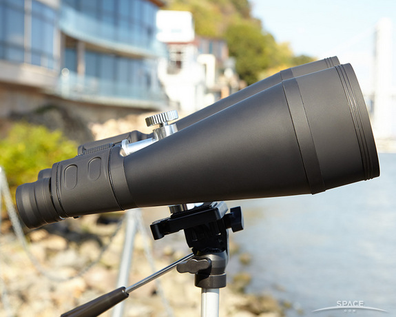 "Full rubber ""wetsuits"" on modern binoculars help protect against water and drop-shock. <a href=""http://store.space.com/orion-20x80-astronomy-binoculars.html?&ICID=SPACE-best-binoculars-2014-10-23"">BUY these Orion Astronomy 20x80 Binoculars >>></a>"
