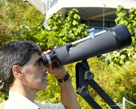 "High power binoculars bring you closer to the cosmos, but you'll need dark skies to see all they can show you. Here, the author is observing the moon in daylight. <a href=""http://store.space.com/celestron-skymaster-25x100-binoculars.html?&ICID=SPACE-binoculars-buying-guide-2014-10-23"" target=""_blank"" rel=""nofollow"">BUY the Celestron SkyMaster 25x100 binoculars >>></a>"