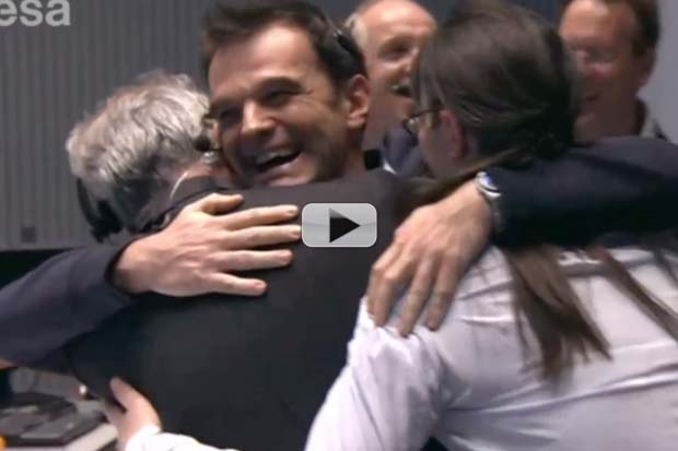 Philae Lands On Comet! - Mission Control Celebrates | Video