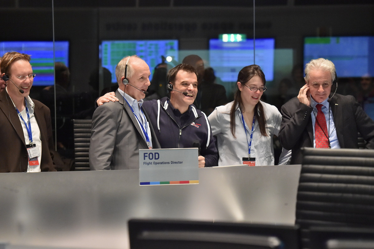 Rosetta Mission Crew Observes Philae Touchdown