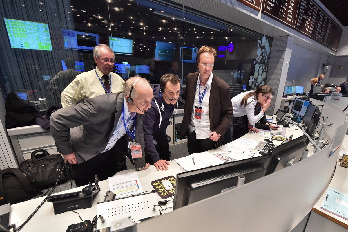 Rosetta Mission Crew Observing Philae Touchdown on Monitors