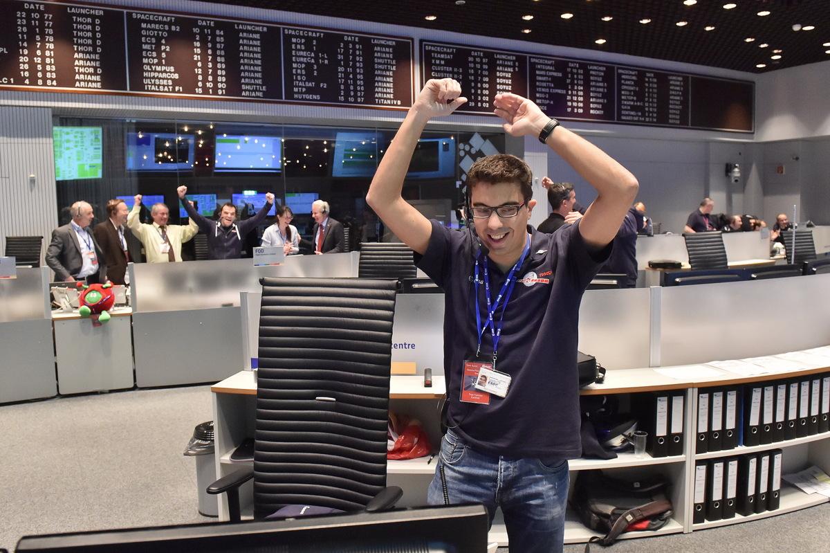 Rosetta Mission Crew Exultation After Philae Touchdown