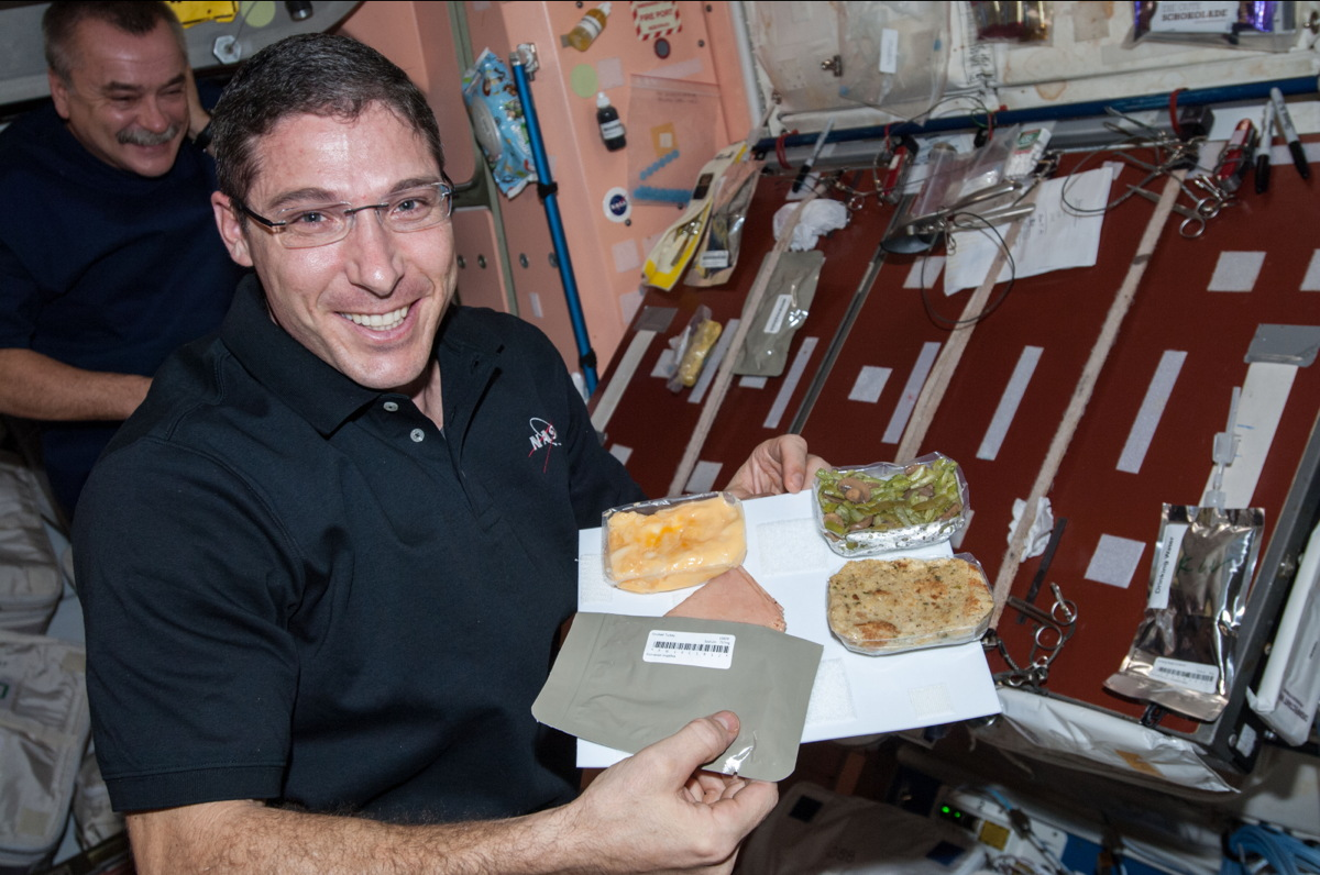 Hopkins Holds Thanksgiving Meal on ISS