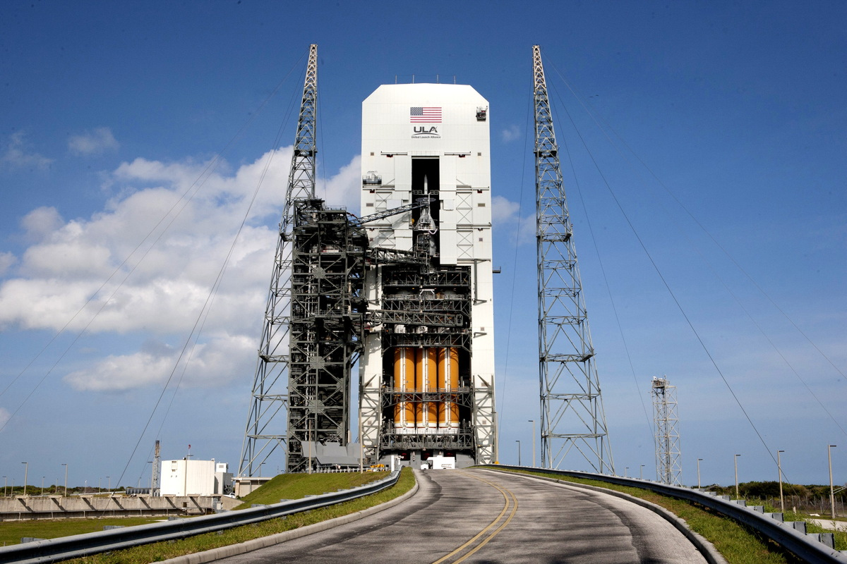Orion and Delta IV Heavy Stack
