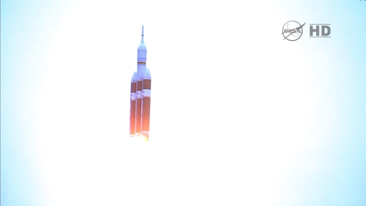 Delta 4 Heavy Rocket with Orion Capsule Flies