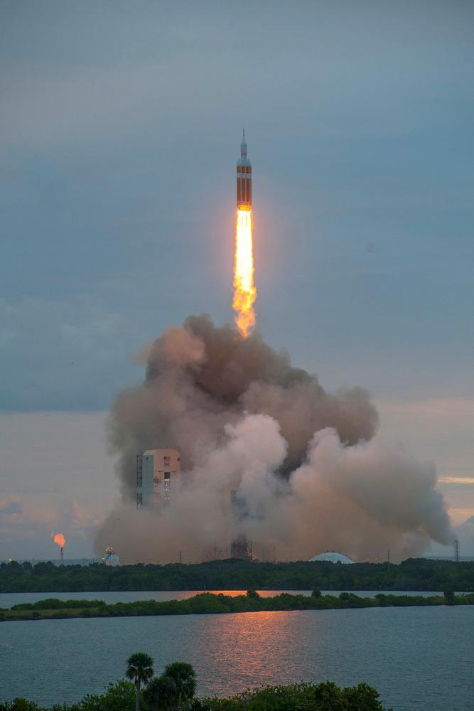 United Launch Alliance Delta 4 Heavy Rocket Launches Orion #2