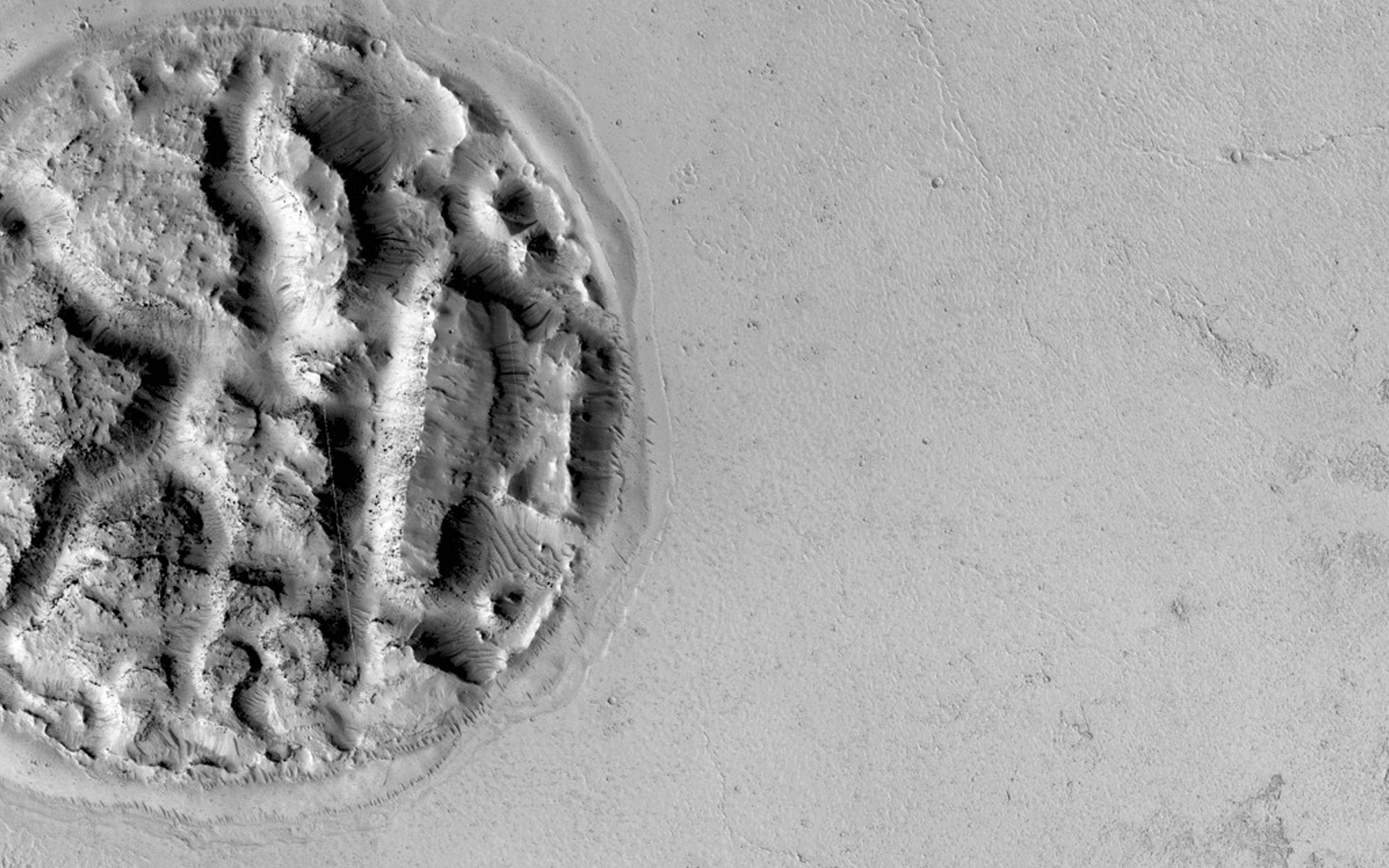 Weird Circular Feature on Mars Looks Like a Giant Pie (Photo)