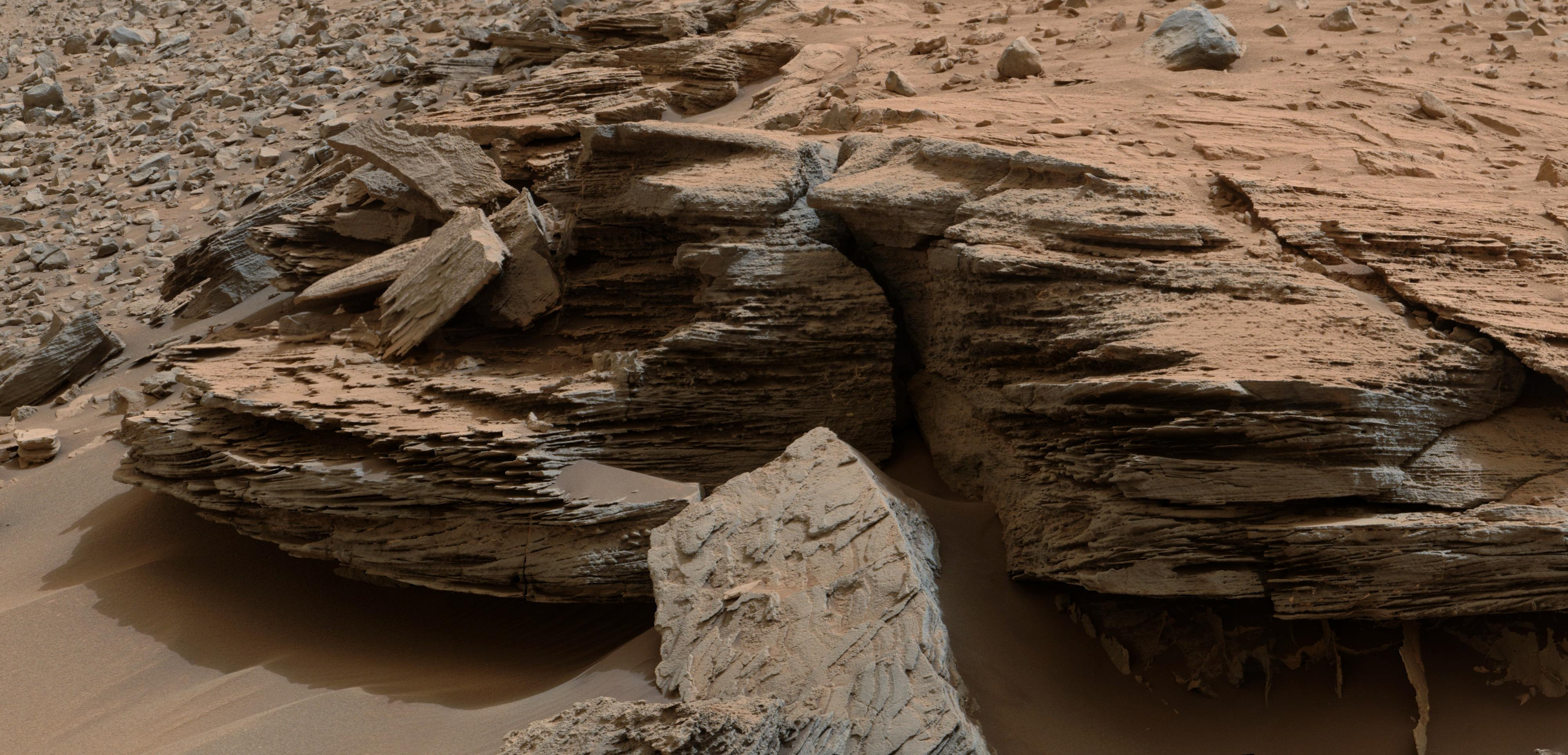 Curiosity Photo of 'Whale Rock' on Mars