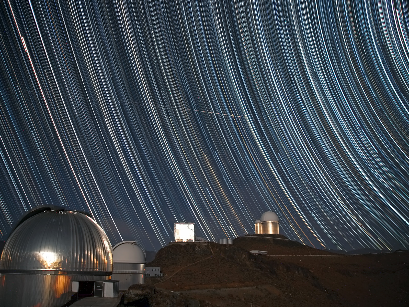 Swirling Starscape Over La Silla | Space Wallpaper