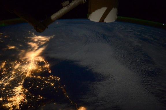 Astronaut Captures Huge Winter Storm from Space (Photos)