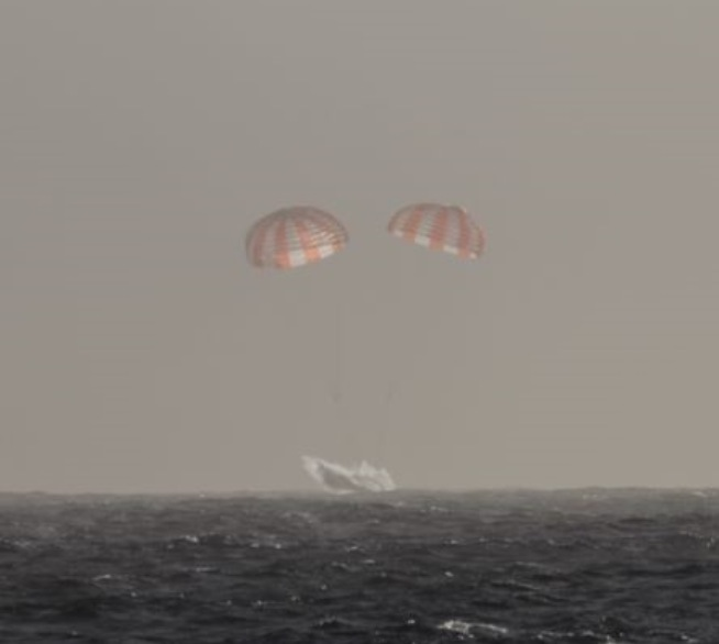 SpaceX Dragon Capsule Returns to Earth with Ocean Splashdown