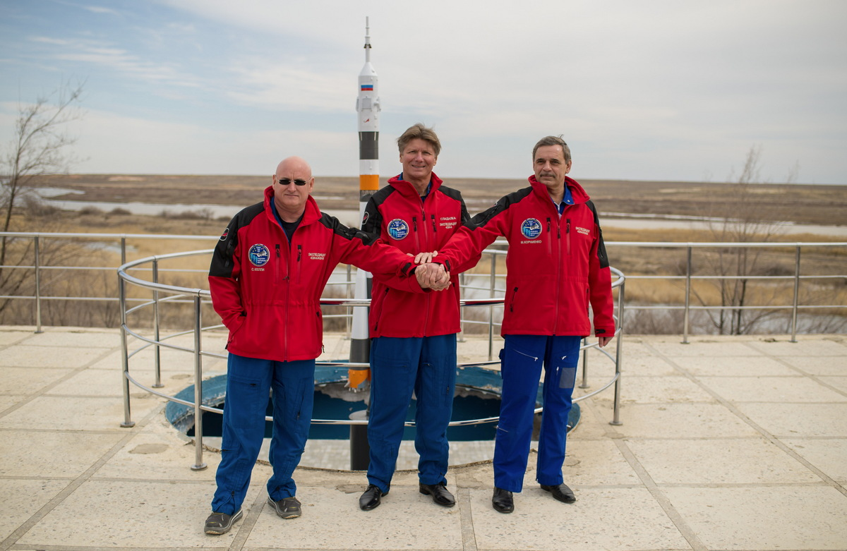 Expedition 43 Crew Members Join Hands