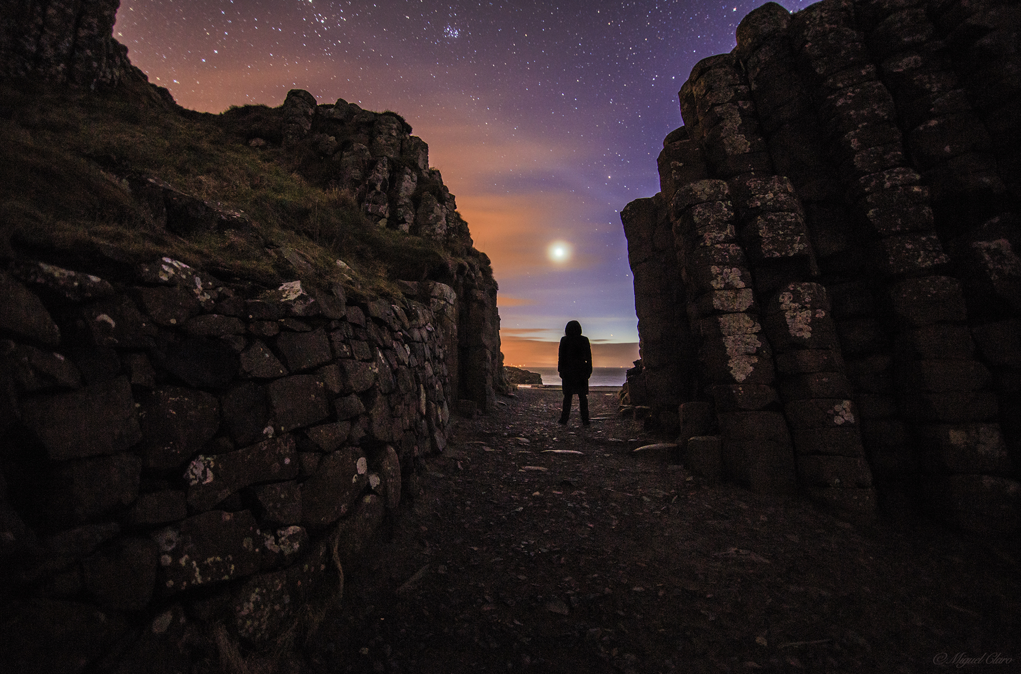 Stargazer Enjoys Venus View from Giant's Causeway in Ireland (Photo)